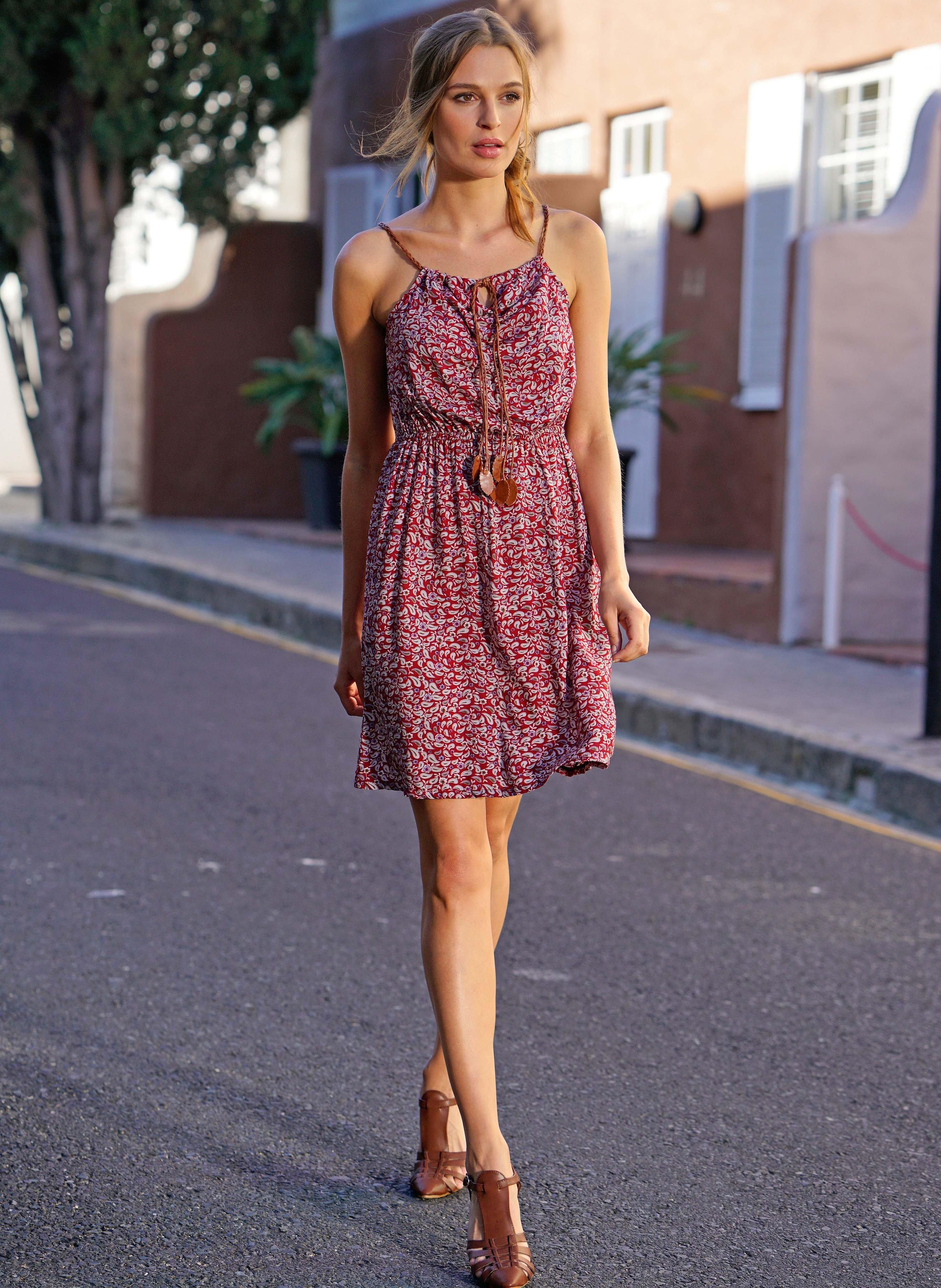 Träger-Kleid