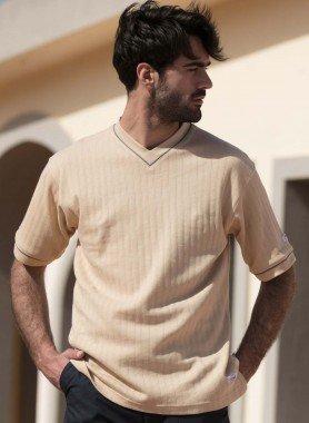 Kurzarm-Shirt at.com, V-Ausschnitt