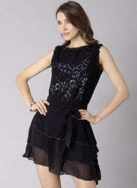 Kleid, Zierschlaufe