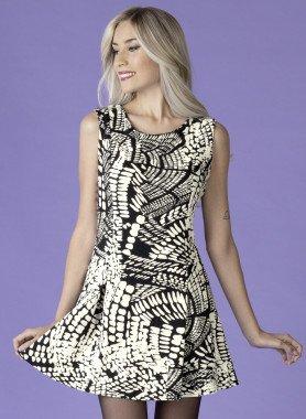 Aermelloses-Kleid, Glockenform