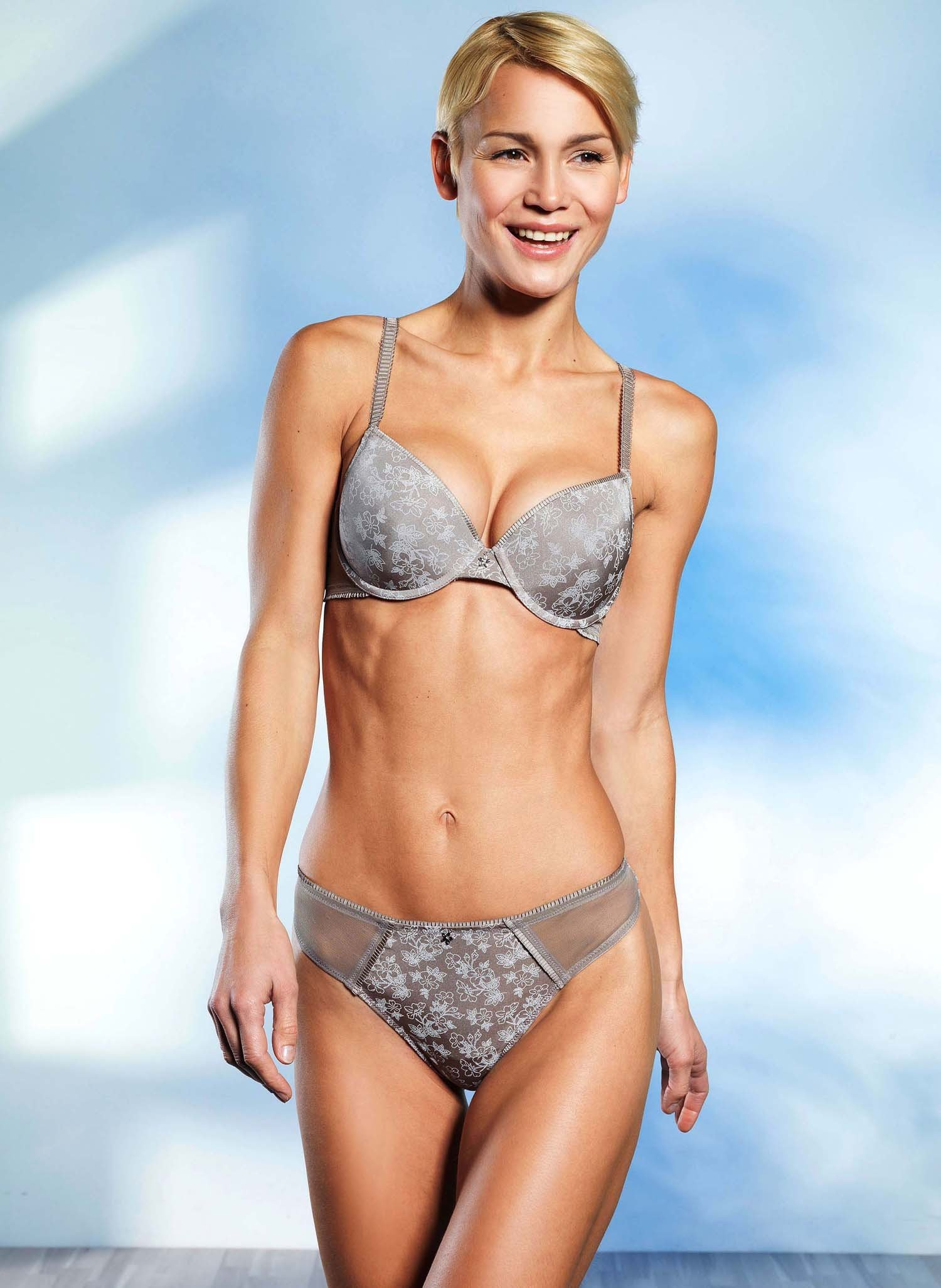 D-String, Floral, taupe 36 066 - 1 - Ronja.ch