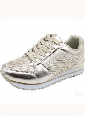 Sneaker, aspetto laccato